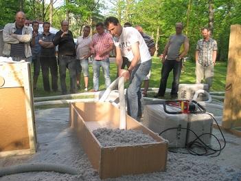 Axel Greiner prezentuje otwarty nadmuch jako ocieplenie stropodachu domu