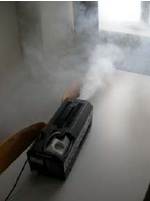 Test Blower-Door - szczelnosc powietrzna budynkow wpraktyce - urzadzenie dowytwarzania dymu dotestow - derowerk