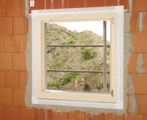 Szybkie uszczelnianie okna wystającego dowewnątrz taśmą FENTRIM iefekt końcowy tego zabezpieczenia.